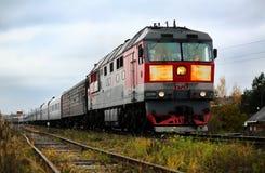 με το τραίνο στον τρόπο στοκ εικόνες