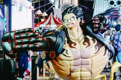 Μια πραγματική ζωή - ταξινομήστε τη μασκότ χαρακτήρα αριθμού του πιθήκου Δ Luffy, ένας πολύ διάσημος χαρακτήρας από τα ενός κομμα στοκ εικόνες