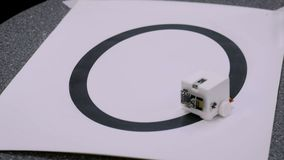 Μικρό χαριτωμένο diy ρομπότ απόθεμα βίντεο