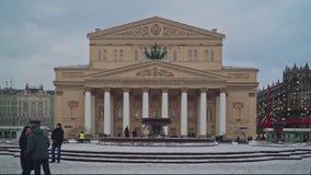 ΜΟΣΧΑ, ΡΩΣΙΑ - 6 ΔΕΚΕΜΒΡΊΟΥ: Σε αργή κίνηση άποψη ημέρας του χειμώνα οπερών και μπαλέτου θεάτρων κρατικού ακαδημαϊκού Bolshoi φορ απόθεμα βίντεο