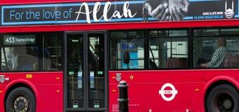 Μουσουλμάνοι στην Ευρώπη Κόκκινο διπλό κατάστρωμα στο Λονδίνο στοκ φωτογραφίες με δικαίωμα ελεύθερης χρήσης