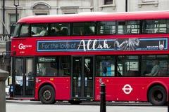 Μουσουλμάνοι στην Ευρώπη Κόκκινο διπλό κατάστρωμα στο Λονδίνο στοκ φωτογραφία