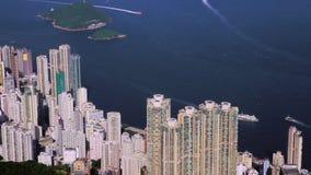 Μύγες καμερών πέρα από τους ουρανοξύστες στο υπόβαθρο της θάλασσας, Χονγκ Κονγκ απόθεμα βίντεο