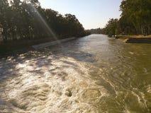 νερό που ρέει στον ποταμό στοκ φωτογραφίες με δικαίωμα ελεύθερης χρήσης