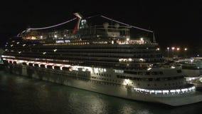 Νυχτερινό κρουαζιερόπλοιο απόθεμα βίντεο