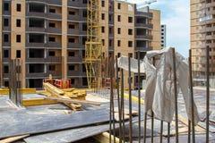 Ξήρανση πουκάμισων στον αέρα στο εργοτάξιο οικοδομής στοκ εικόνες