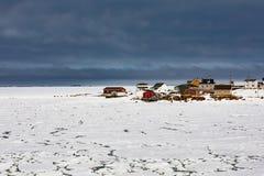 Ξύλινα σπίτια του νησιού NL Καναδάς Fogo βραχιόνων του Joe Batts στοκ εικόνα