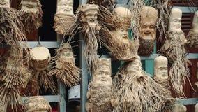 Ξύλινη γλυπτική Γίνοντας σε Hoi ένα Βιετνάμ φιλμ μικρού μήκους