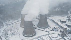 Οι βιομηχανικοί σωλήνες σωρών καπνού μολύνουν τον αέρα με τις τοξικές εκπομπές Πρόβλημα οικολογίας φιλμ μικρού μήκους