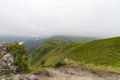 οι ημέρες altai διαρκούν το καλοκαίρι βουνών ποταμός Ρωσία Σιβηρία περιοχών altai katun στοκ εικόνα με δικαίωμα ελεύθερης χρήσης