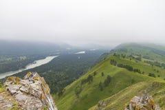 οι ημέρες altai διαρκούν το καλοκαίρι βουνών ποταμός Ρωσία Σιβηρία περιοχών altai katun στοκ φωτογραφία με δικαίωμα ελεύθερης χρήσης