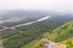οι ημέρες altai διαρκούν το καλοκαίρι βουνών ποταμός Ρωσία Σιβηρία περιοχών altai katun στοκ φωτογραφίες