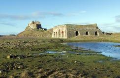 Οι κλίβανοι ασβέστη και το Castle στο ιερό νησί Lindisfarne στοκ εικόνα με δικαίωμα ελεύθερης χρήσης