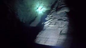 Οι υποβρύχιοι σχηματισμοί βράχου ή οι σταλακτίτες ξέρουν ως κουδούνια της κόλασης στο Zapotec cenote, Μεξικό φιλμ μικρού μήκους