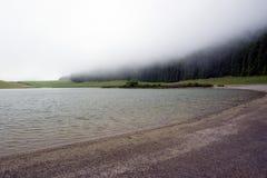 Ομίχλη πέρα από το lagoa de Sao Bras, Σάο Miguel στοκ φωτογραφίες