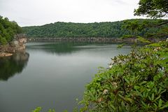 Ομαλή, υαλώδης άποψη λιμνών στοκ εικόνες