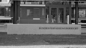 Ομοσπονδιακό ζουμ Bundesverfassungsgericht Συνταγματικού Δικαστηρίου έξω από την πόρτα απόθεμα βίντεο