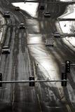 Οδήγηση στους χειμερινούς δρόμους που ταξιδεύουν το θυελλώδη καιρό στοκ εικόνες