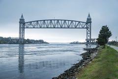 Οδικές γέφυρες ραγών στο κανάλι βακαλάων ακρωτηρίων στοκ φωτογραφία