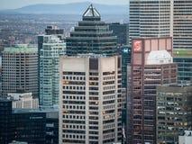 Ορίζοντας του Μόντρεαλ, με τον πύργο Scotia στους επιχειρησιακούς ουρανοξύστες μετώπων & CBD που λαμβάνονται από το βασιλικό Hill στοκ εικόνες