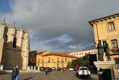 Ουράνιο τόξο πέρα από το τετράγωνο SAN Ισίδωρος, Leà ³ ν Ισπανία στοκ φωτογραφίες με δικαίωμα ελεύθερης χρήσης