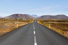 Ο δρόμος στη χρυσή περιοχή κύκλων της Ισλανδίας ΕΙΝΑΙ Ευρώπη στοκ εικόνες