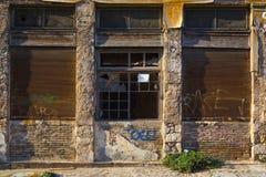 Οld, verlaten winkel Stock Afbeeldingen