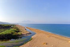 Î•stuaries de la NEDA del río en Peloponnesse, Grecia foto de archivo