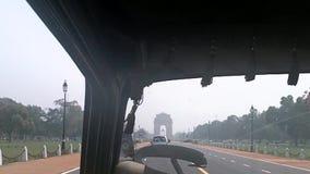 Δελχί Ινδία - 10 Οκτωβρίου 2010: Άποψη από το εσωτερικό μιας αυτόματης δίτροχου χειράμαξας Μηχανοποιημένη κοινή μορφή δίτροχων χε απόθεμα βίντεο