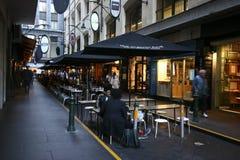 Διάσημος ταξιδιωτικός προορισμός laneway με τα καταστήματα, τα εστιατόρια και τους καφέδες στη Μελβούρνη CBD, Βικτώρια, Αυστραλία στοκ φωτογραφία με δικαίωμα ελεύθερης χρήσης