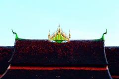 Διακόσμηση αγαλμάτων Naga στη στέγη ενός ναού στοκ φωτογραφία με δικαίωμα ελεύθερης χρήσης
