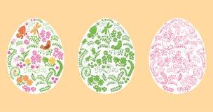 Διανυσματικά διακοσμητικά αυγά Πάσχας στο άσπρο υπόβαθρο - floral διακόσμηση ελεύθερη απεικόνιση δικαιώματος