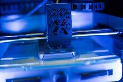 Διαδικασία το πλαστικό πρότυπο στην αυτόματη τρισδιάστατη μηχανή εκτυπωτών στοκ εικόνα με δικαίωμα ελεύθερης χρήσης