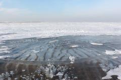 Διαφανής πάγος στον ποταμό, δεξαμενή Ob, Σιβηρία, Ρωσία στοκ εικόνα με δικαίωμα ελεύθερης χρήσης