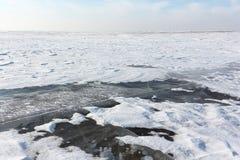 Διαφανής πάγος στον ποταμό, δεξαμενή Ob, Σιβηρία, Ρωσία στοκ φωτογραφία με δικαίωμα ελεύθερης χρήσης
