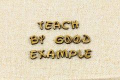 Διδάξτε το καλό παράδειγμα εμπνέει παρακινεί letterpress ευγένειας τον τύπο στοκ εικόνα