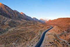 Δρόμος μέσω των βουνών Zagros στο νότιο Ιράν που λαμβάνεται τον Ιανουάριο του 2019 παρμένος στο hdr στοκ εικόνες με δικαίωμα ελεύθερης χρήσης