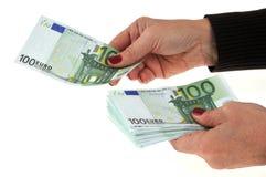 Δώστε ένα τραπεζογραμμάτιο εκατό ευρώ στοκ φωτογραφία