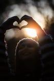 Îœaking das Liebeszeichen Stockfotos
