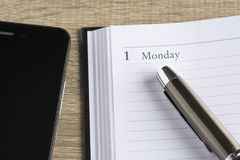 Îœetalpen op een kalender en een smartphone Royalty-vrije Stock Fotografie