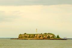 Île à distance sur la côte équatorienne Photo libre de droits