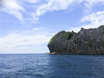Île agréable de roche de forme sur la mer d'andaman Image stock