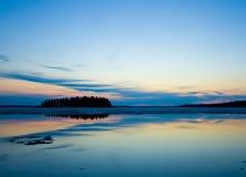 Île au crépuscule Images libres de droits