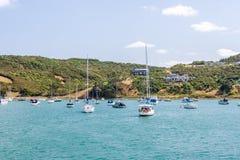 Île avec des yachts se reposant dans un port Photo libre de droits