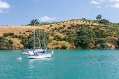 Île avec des yachts se reposant dans un port Photos libres de droits