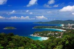 Île avec le ciel bleu clair Phuket Image stock