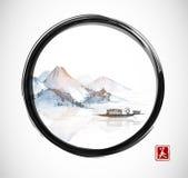 Île avec les montagnes et le bateau de pêche en cercle noir de zen d'enso Photo libre de droits