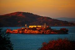 Île d'Alcatraz au coucher du soleil à San Francisco Photographie stock