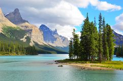 Île d'esprit, lac Maligne, Rocky Mountains, Canada Photos stock
