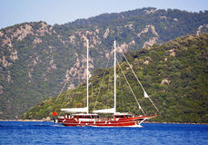 Île d'ithaki de la Grèce, yachts traditionnels de navigation Photos stock